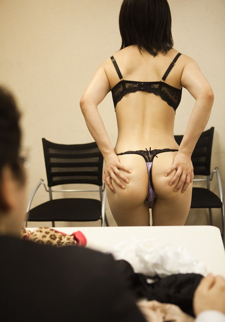【Tバックエロ画像】美尻の女の子にぜひとも履いてもらいたいパンティーといえばコレしかない! 04