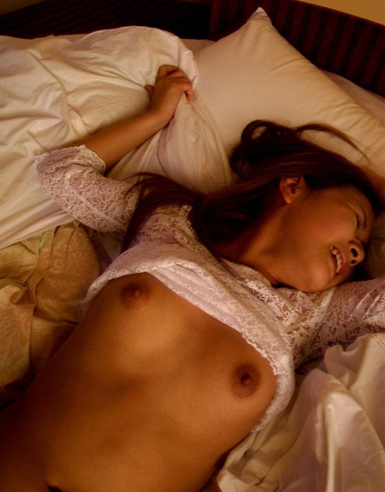 【着衣セックスエロ画像】着衣のまま本能のままにセックスするカップル! 05