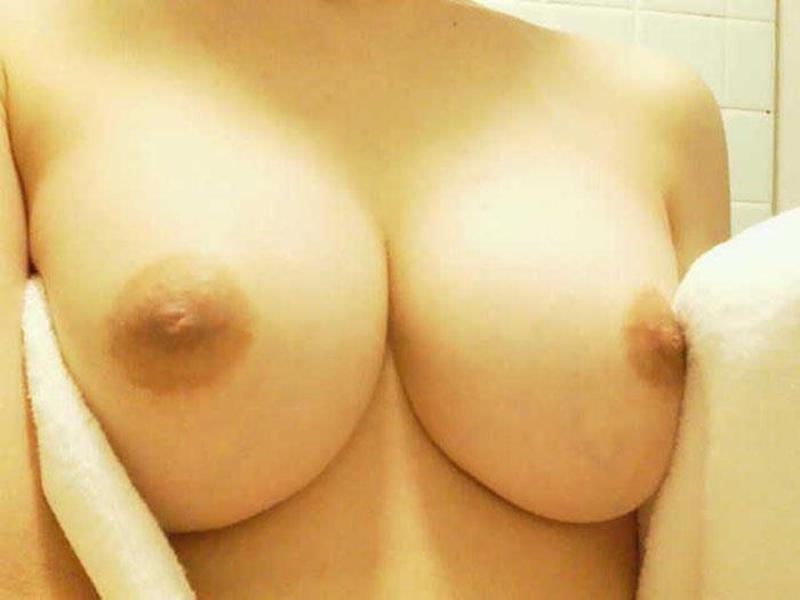 【自撮りエロ画像】ハメを外した女の子はこんなに大胆!エロ写メ自撮り! 10