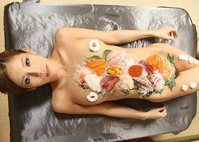 女体盛りで食欲と性欲を満たすエ□画像