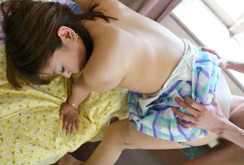 【着衣セックスエロ画像】着衣のまま、セックス!?本能のままに女の子とハメハメ! 15