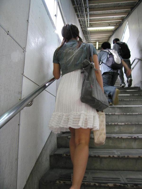 【街撮り着衣透けエロ画像】街中で着衣の透けてる女の子を激写したった! 08