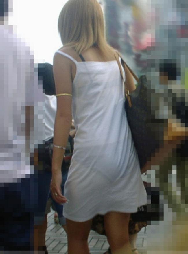 【街撮り着衣透けエロ画像】街中で着衣の透けてる女の子を激写したった! 09