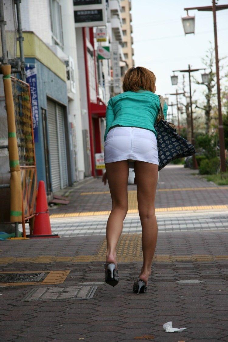 【街撮り着衣透けエロ画像】街中で着衣の透けてる女の子を激写したった! 32