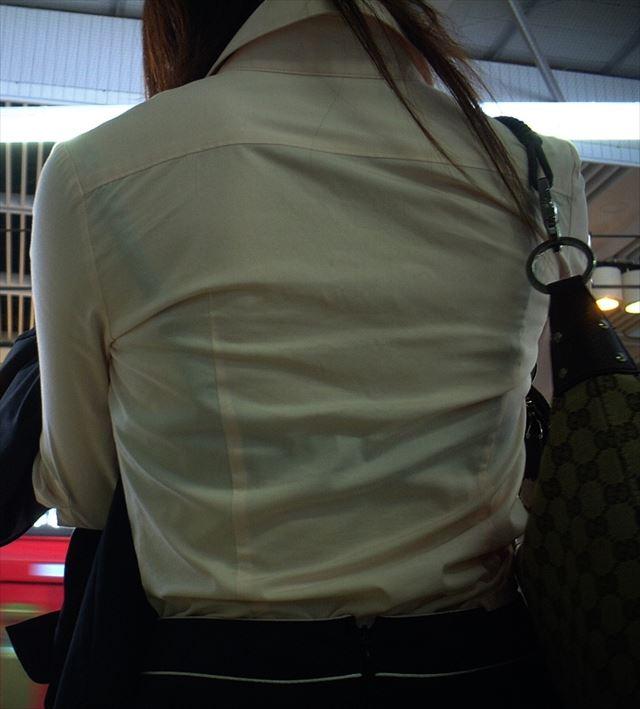 【街撮り着衣透けエロ画像】街中で着衣の透けてる女の子を激写したった! 35