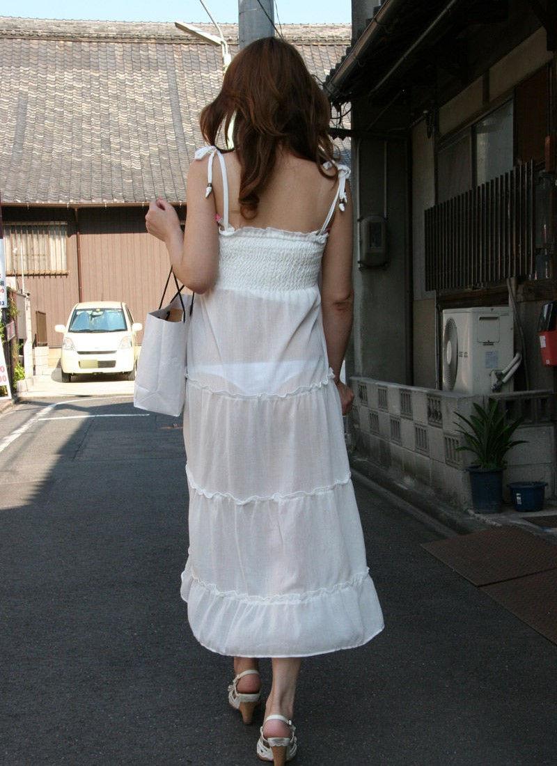 【街撮り着衣透けエロ画像】街中で着衣の透けてる女の子を激写したった! 51