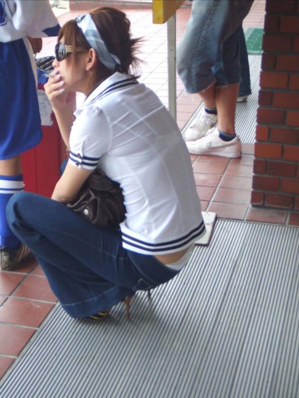 【街撮り着衣透けエロ画像】街中で着衣の透けてる女の子を激写したった! 52
