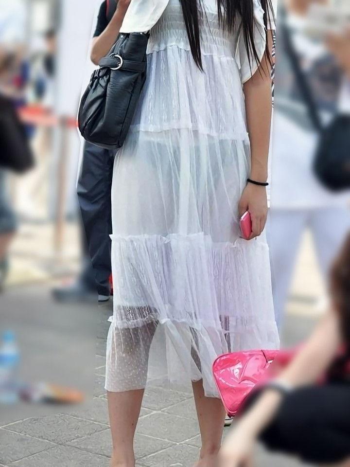 【街撮り着衣透けエロ画像】街中で着衣の透けてる女の子を激写したった! 53
