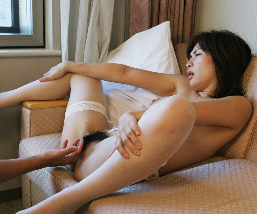 【手マンエロ画像】女子の性器を直に弄ぶ手マン!生々しい感触にフル勃起確定! 48
