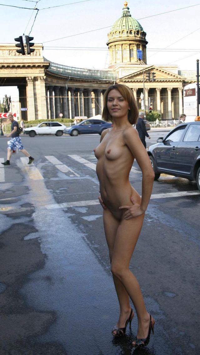 【海外露出エロ画像】海外の女の子たちも大胆、過激に野外露出wwww 10