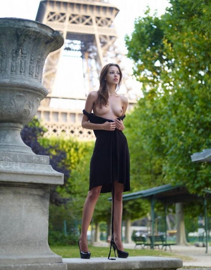 【海外露出エロ画像】海外の女の子たちも大胆、過激に野外露出wwww 14