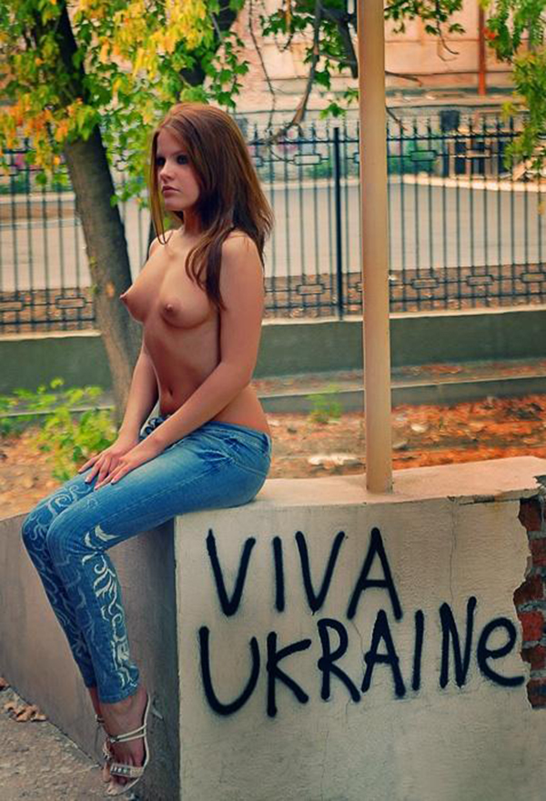 【海外露出エロ画像】海外の女の子たちも大胆、過激に野外露出wwww 18