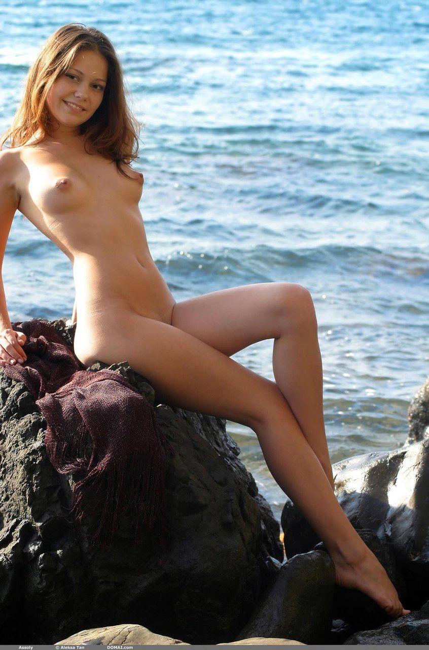 【海外露出エロ画像】海外の女の子たちも大胆、過激に野外露出wwww 19