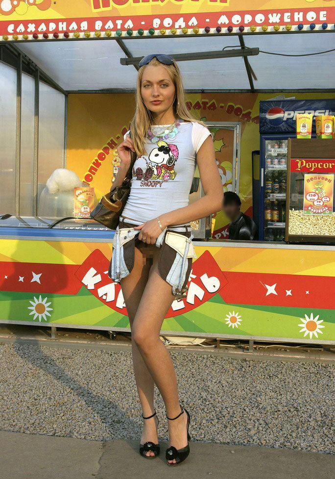 【海外露出エロ画像】海外の女の子たちも大胆、過激に野外露出wwww 21