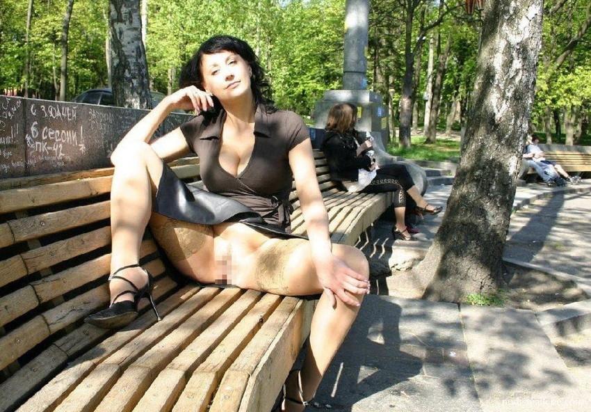 【海外露出エロ画像】海外の女の子たちも大胆、過激に野外露出wwww 22
