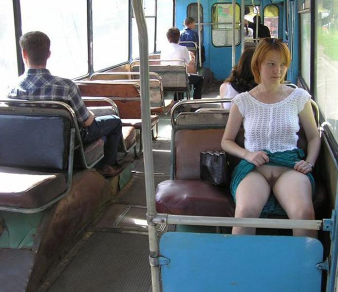 【海外露出エロ画像】海外の女の子たちも大胆、過激に野外露出wwww 29