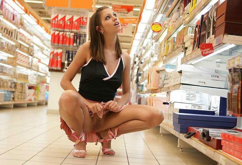 【海外露出エロ画像】海外の女の子たちも大胆、過激に野外露出wwww 33