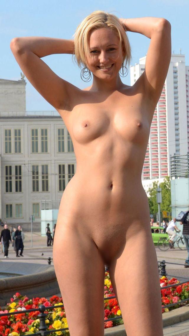 【海外露出エロ画像】海外の女の子たちも大胆、過激に野外露出wwww 34