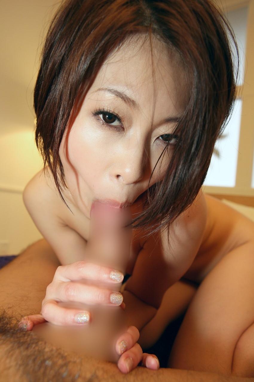 【全裸フェラチオエロ画像】一糸まとわぬ姿でチンポを求める女の全裸フェラチオ! 27