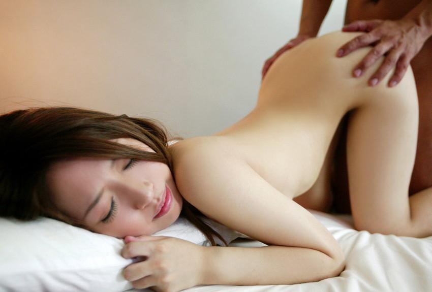 【後背位エロ画像】バックでセックスする女の子表情ってこうしてみるとエロいなw 51