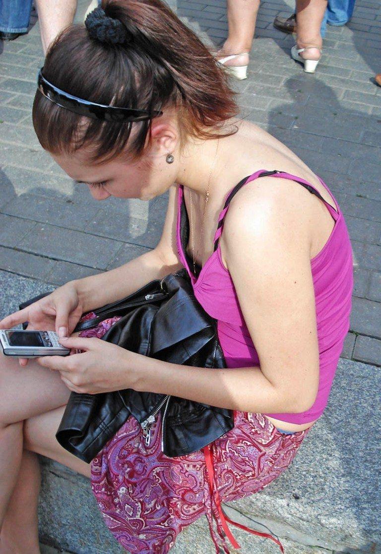 【海外街撮りエロ画像】街中でこんなシーンに出会えるなんて、さすが海外やわ!w 06