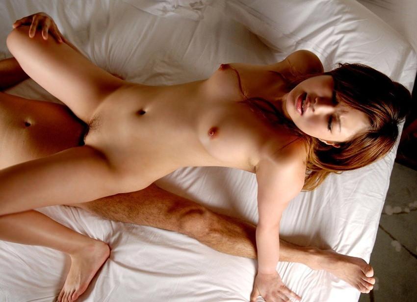 【騎乗位エロ画像】女の子が積極的にチンポを挿入して乱れるエロ体位!