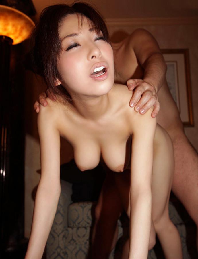 【立ちバックエロ画像】立たせたままの女の子の後ろからハメる立ちバックがエロすぎ! 17