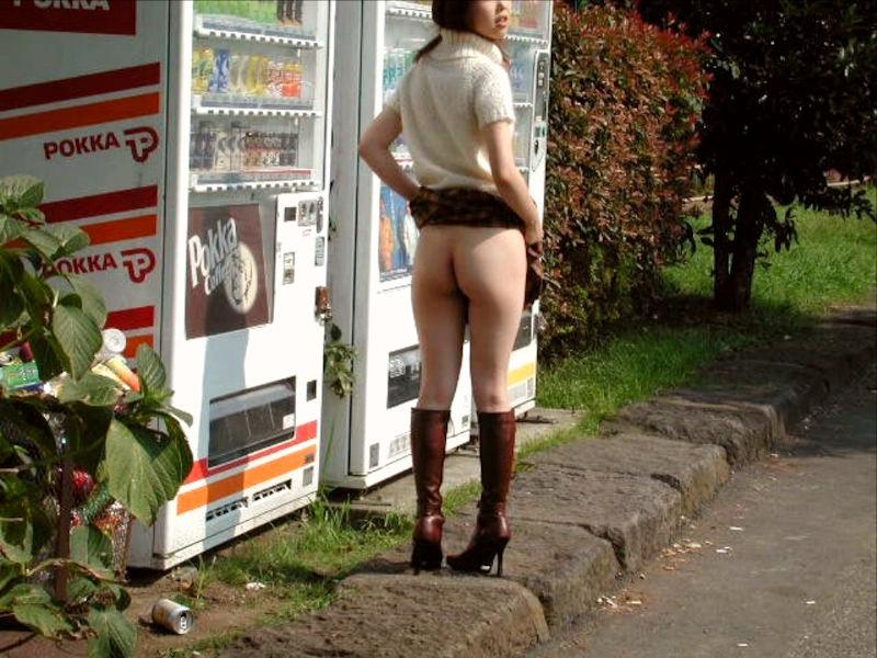 【素人露出エロ画像】素人娘の過激すぎる野外露出!これってヤバくね!?ww 08