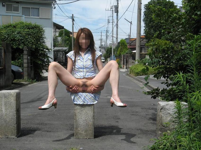 【素人露出エロ画像】素人娘の過激すぎる野外露出!これってヤバくね!?ww 10