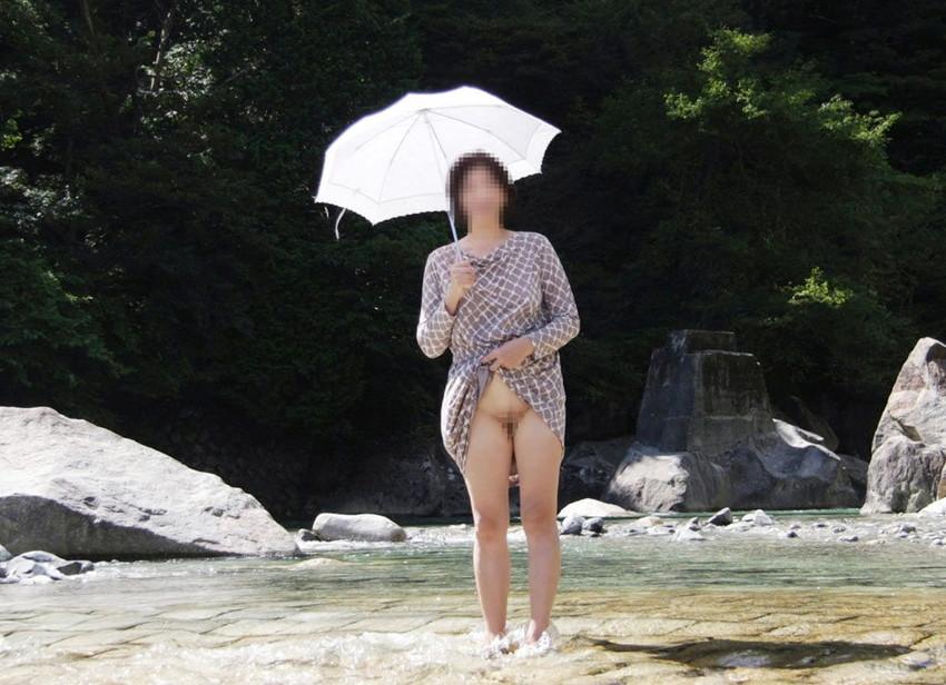 【素人露出エロ画像】素人娘の過激すぎる野外露出!これってヤバくね!?ww 13