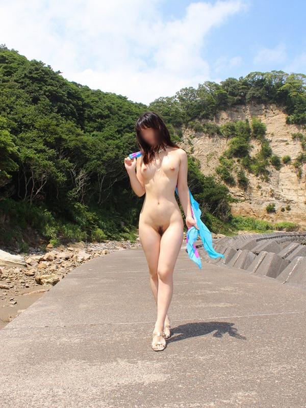 【素人露出エロ画像】素人娘の過激すぎる野外露出!これってヤバくね!?ww 16