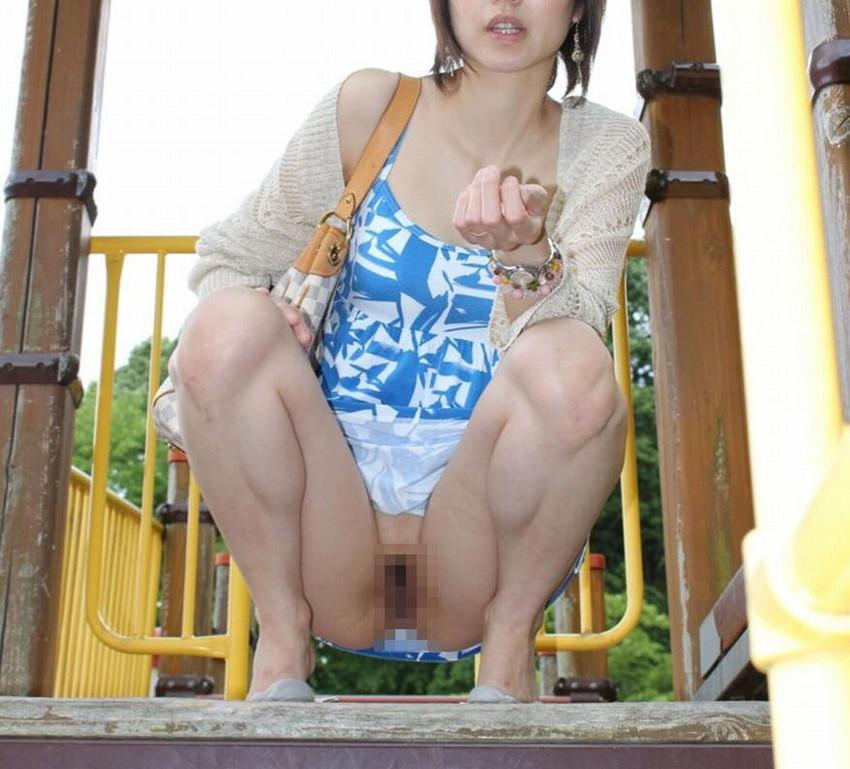 【素人露出エロ画像】素人娘の過激すぎる野外露出!これってヤバくね!?ww 24