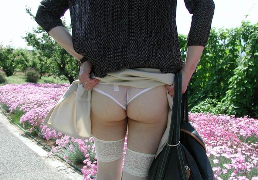 【素人露出エロ画像】素人娘の過激すぎる野外露出!これってヤバくね!?ww 29