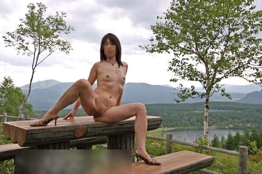 【素人露出エロ画像】素人娘の過激すぎる野外露出!これってヤバくね!?ww 30