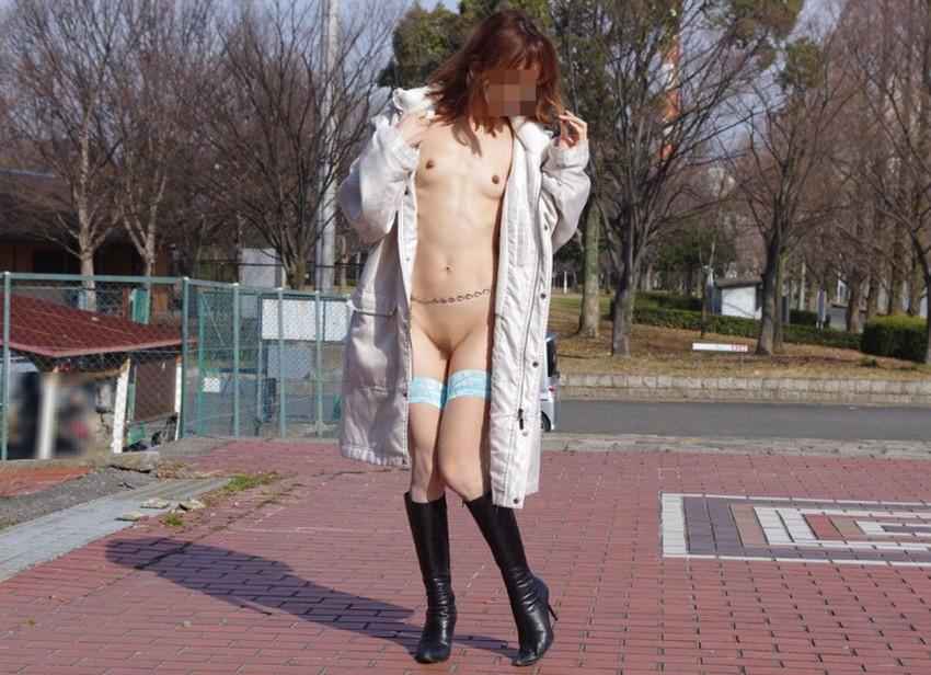 【素人露出エロ画像】素人娘の過激すぎる野外露出!これってヤバくね!?ww 33