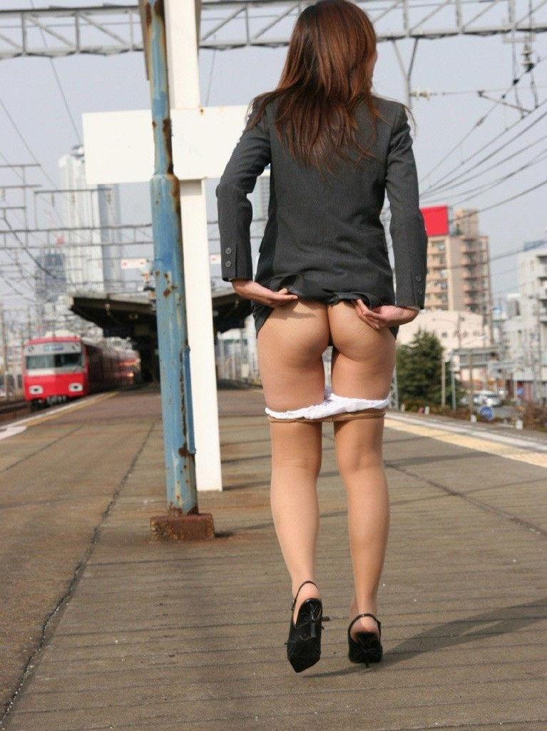 【素人露出エロ画像】素人娘の過激すぎる野外露出!これってヤバくね!?ww 46
