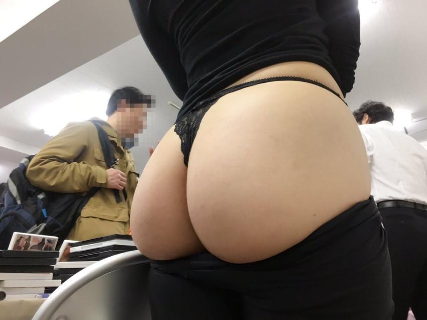 【Tバックエロ画像】美尻の女の子のお尻を更に美しく演出する下着といえばw 32