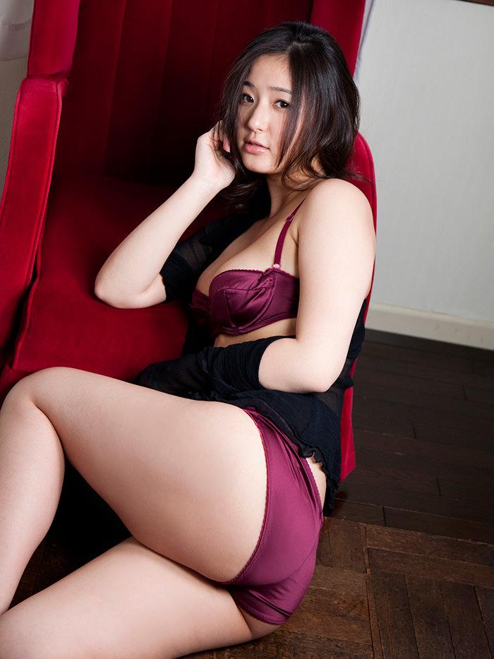 【セクシーランジェリーエロ画像】魅せる下着!?セクシーさを重視した女性下着! 02