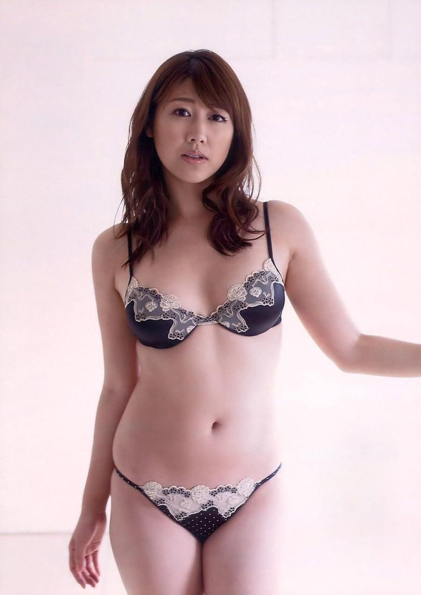 【セクシーランジェリーエロ画像】魅せる下着!?セクシーさを重視した女性下着! 07