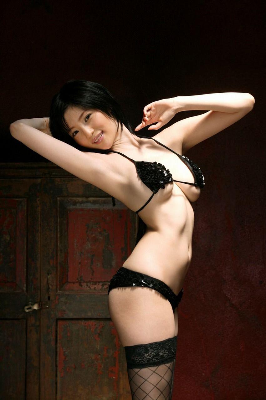【セクシーランジェリーエロ画像】魅せる下着!?セクシーさを重視した女性下着! 22