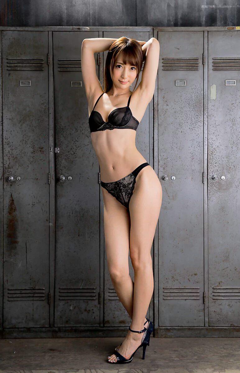 【セクシーランジェリーエロ画像】魅せる下着!?セクシーさを重視した女性下着! 48