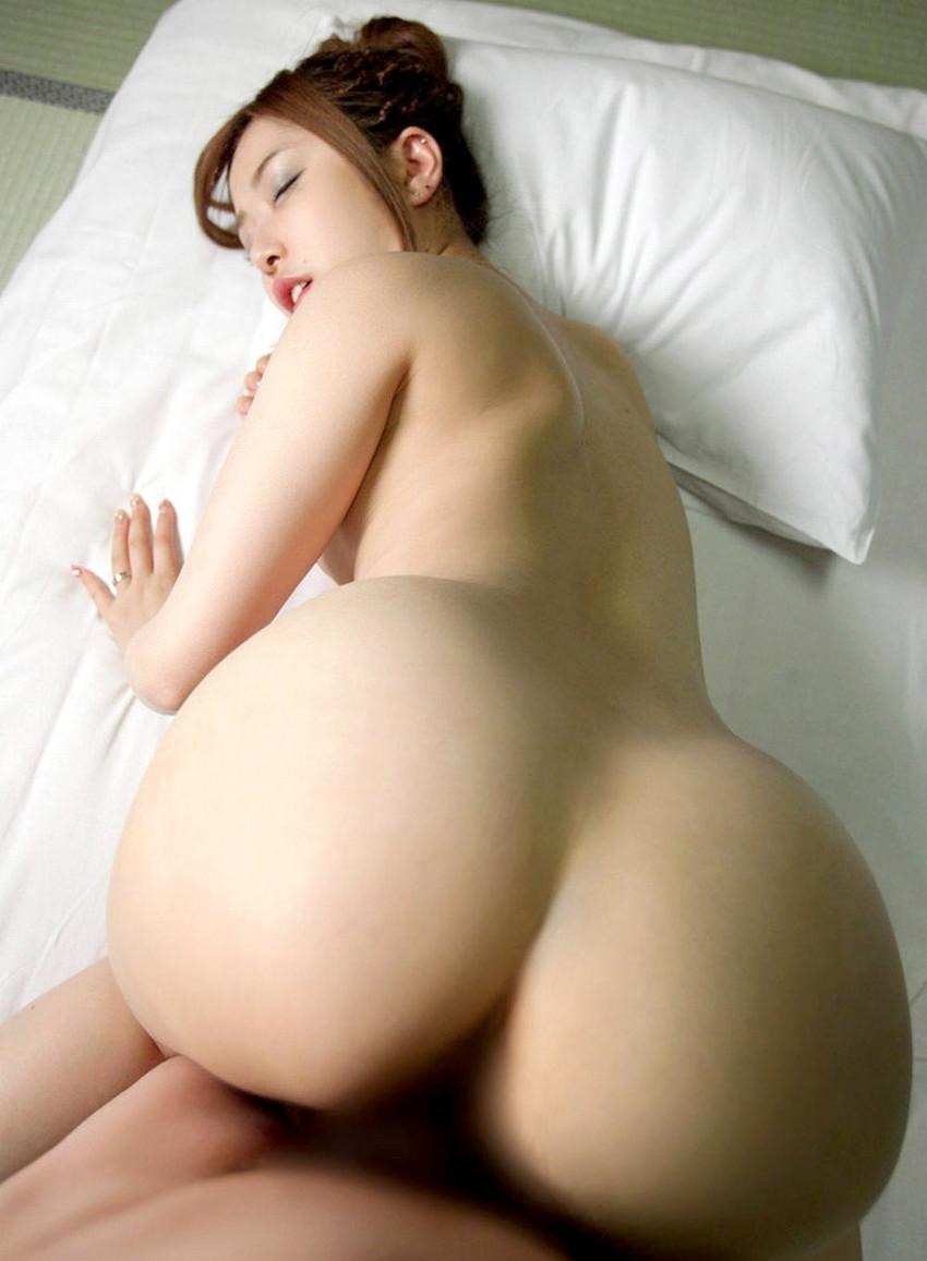 【バックエロ画像】四つん這いになった女の子とセックス!後背位セックス画像! 44