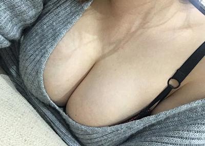 誰もが好物な巨乳の胸の谷間画像 part44