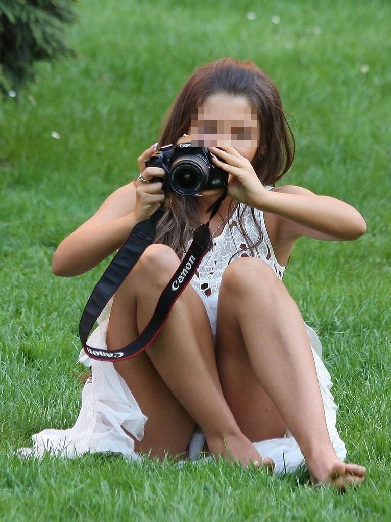 【海外パンチラエロ画像】海外素人娘たちのパンチラショット狙ったったww 10