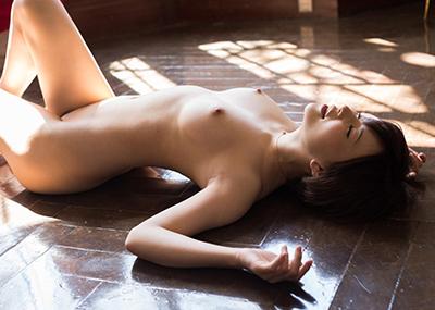 【フルヌードエロ画像】エロの原点はやっぱり女の子の裸なのかなwwww