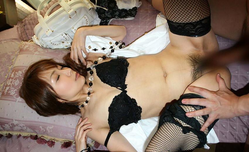 【着衣セックスエロ画像】着衣のままセックスに励むカップルたちがエロくて草w 34