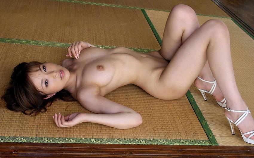 【美乳エロ画像】おっぱいは美しいに越したことはない!美乳な女の子特集! 28