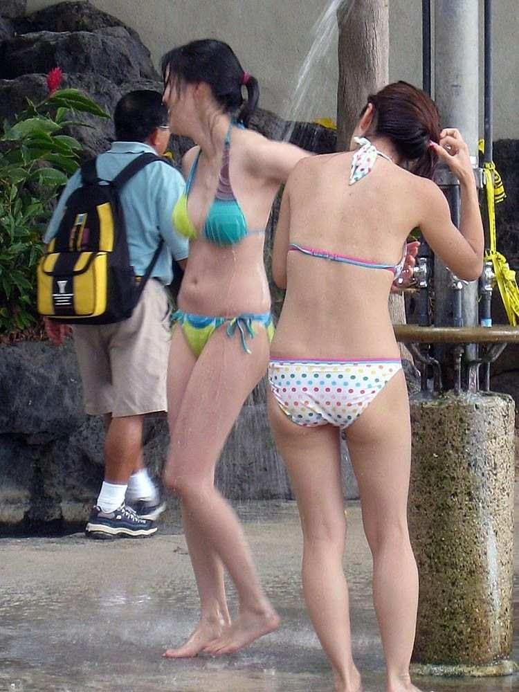 【素人水着エロ画像】朗報!!いよいよ夏本番!こんな風景が今年も見れるんだぜ! 15