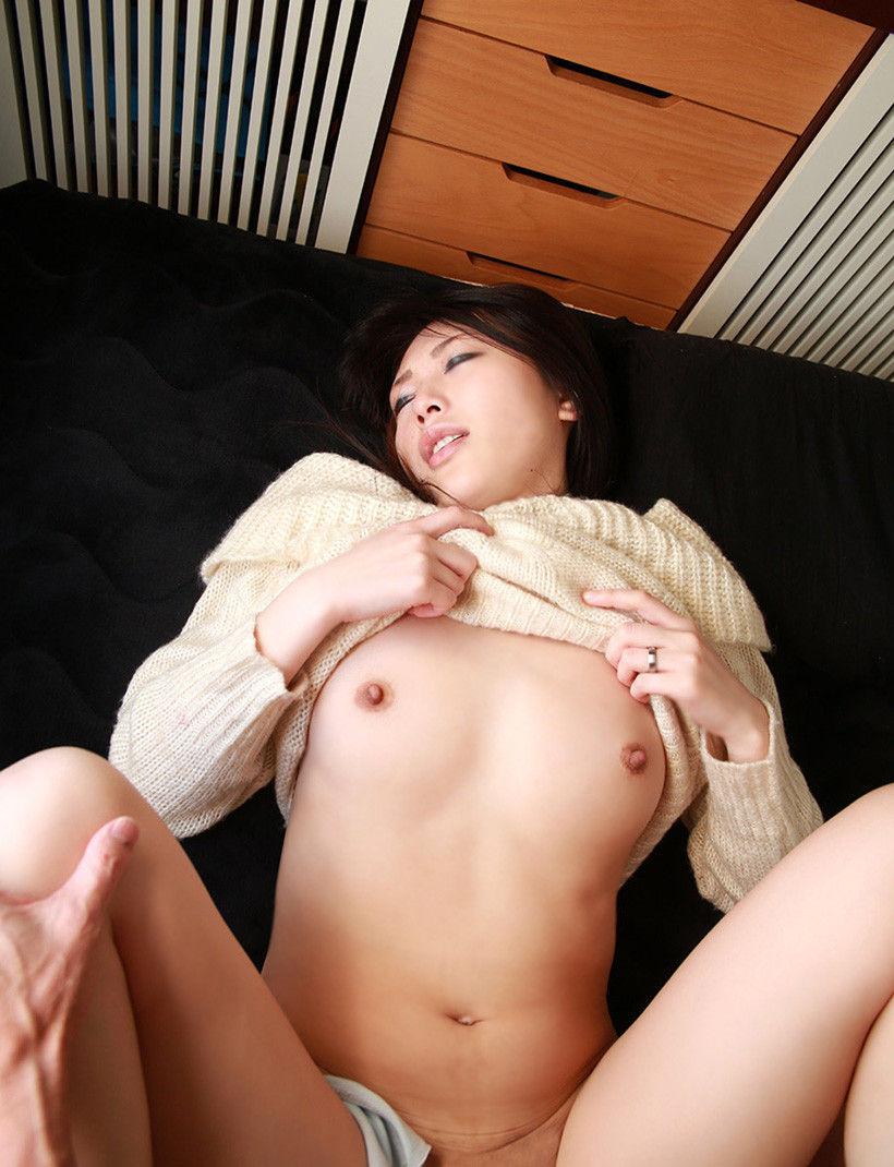 【着衣セックスエロ画像】着衣をあえて残したままセックスになだれ込む! 19