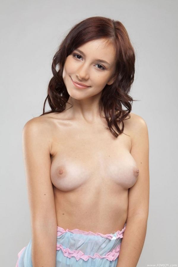 【海外おっぱいエロ画像】海外発の美しいおっぱい!海外の美乳な女の子たち! 15